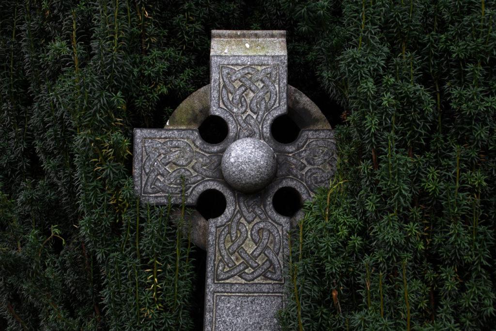nagrobek - krzyż celtycki