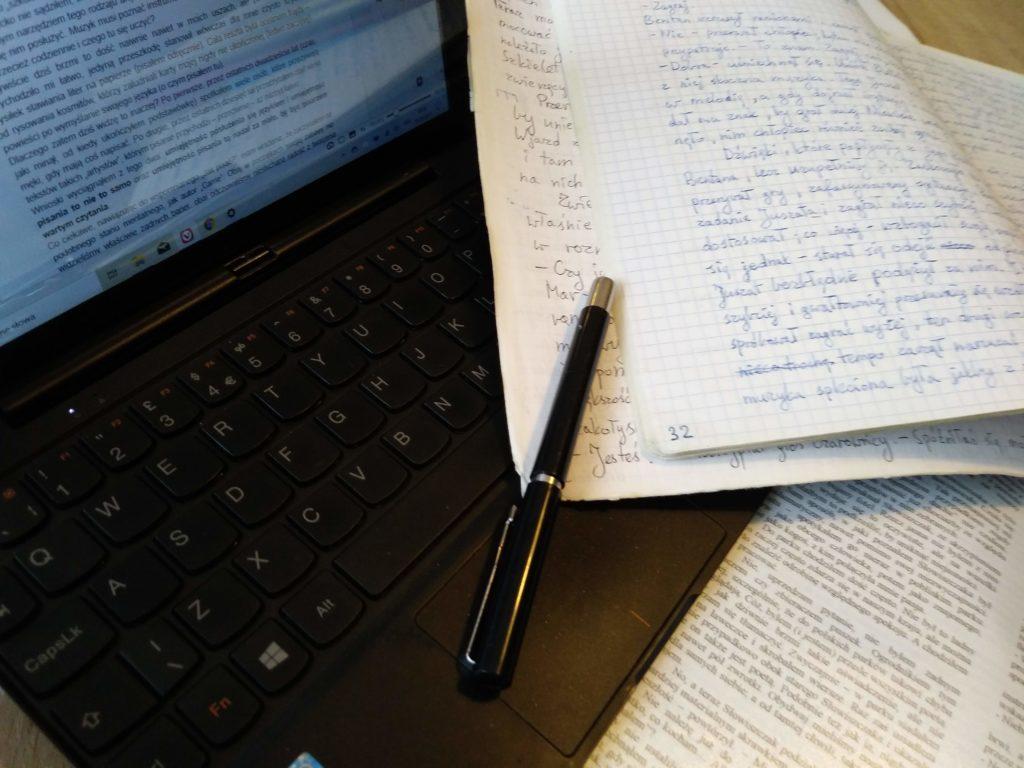zostać pisarzem - zeszyt ilaptop